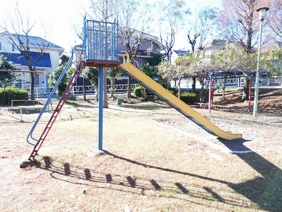 新堀公園のすべり台