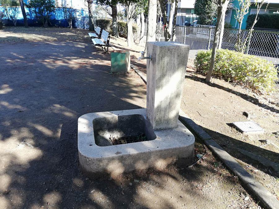 新堀公園の水道