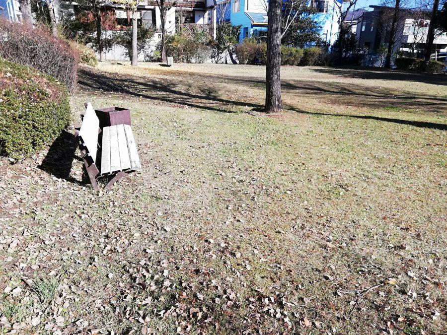 新堀公園のベンチ
