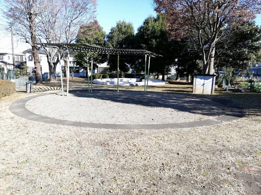 井戸作南公園の棚