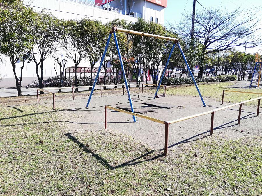 織戸公園のブランコ