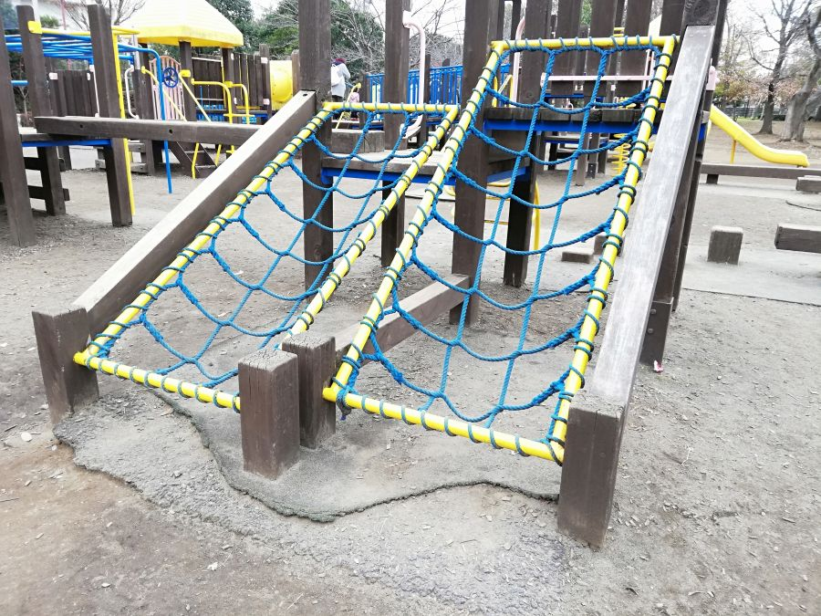 七井戸公園のアスレチック