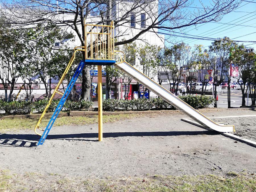 織戸公園のすべり台