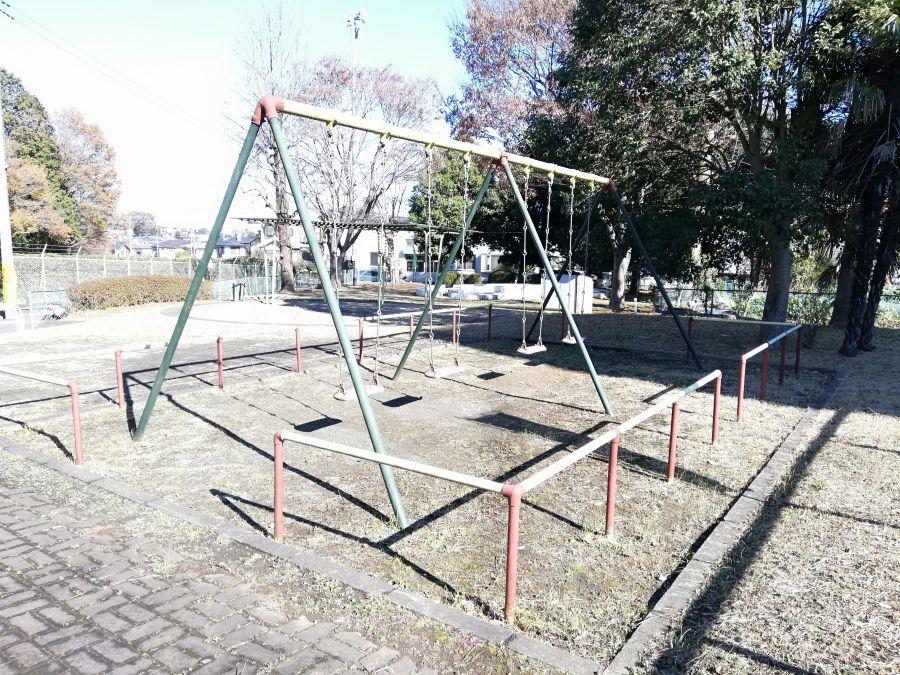 井戸作南公園のブランコ