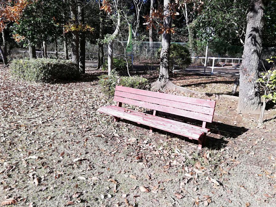 上新堀公園のベンチ