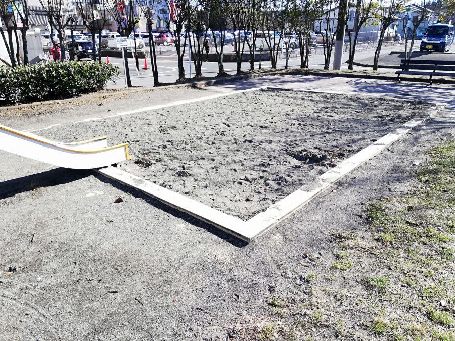 織戸公園の砂場