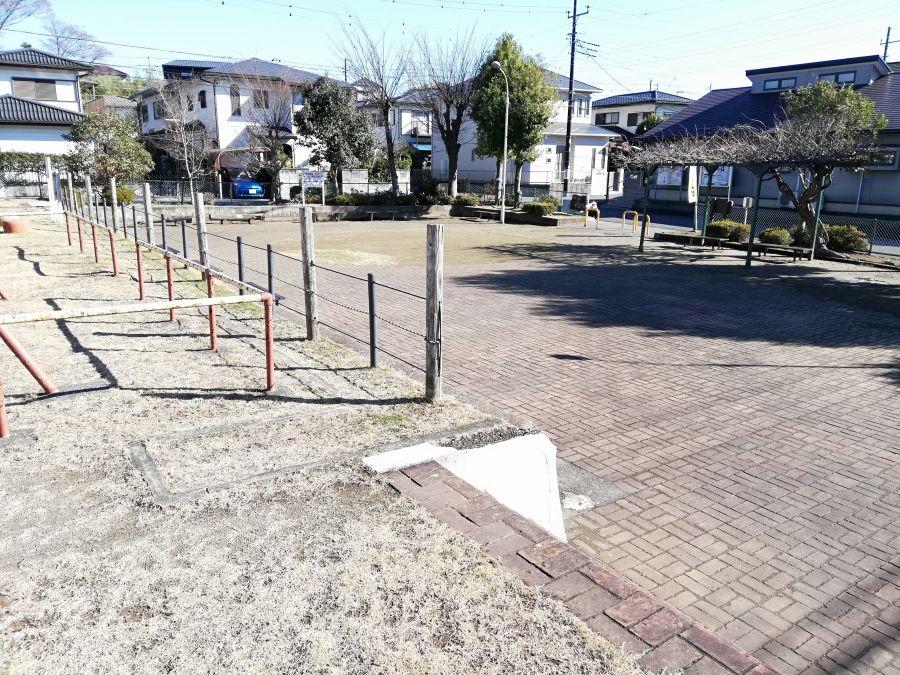 井戸作東公園の広場ゾーン