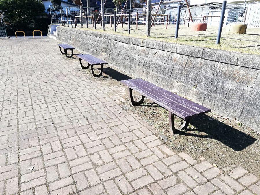井戸作東公園のベンチ
