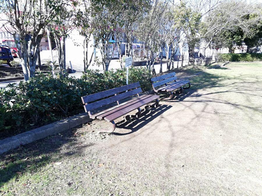 織戸公園のベンチ