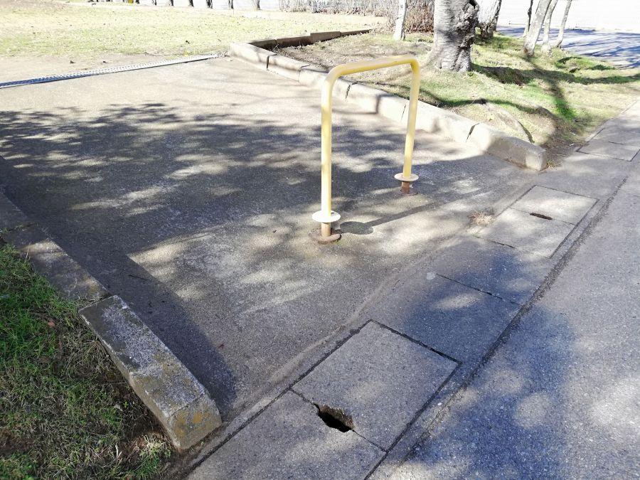 織戸公園のスロープ入口