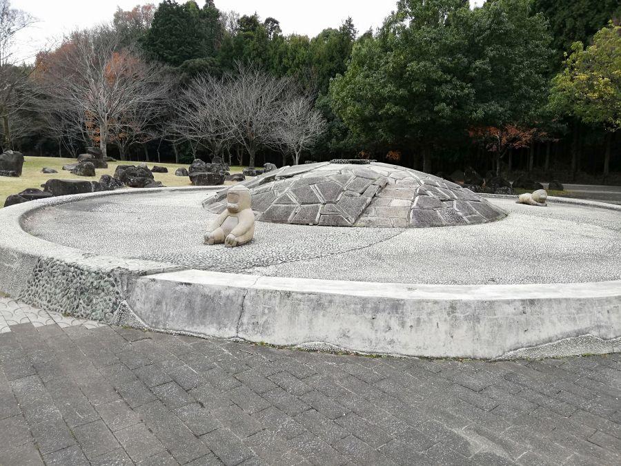 七井戸公園のお散歩道の河童のオブジェ