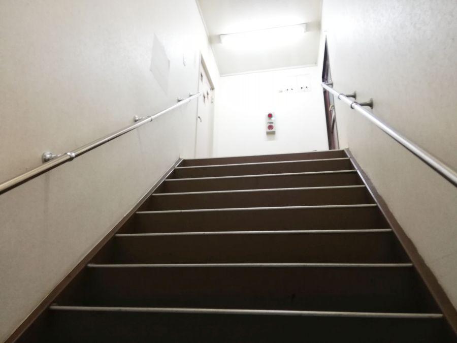 坊主バー縁切寺 階段