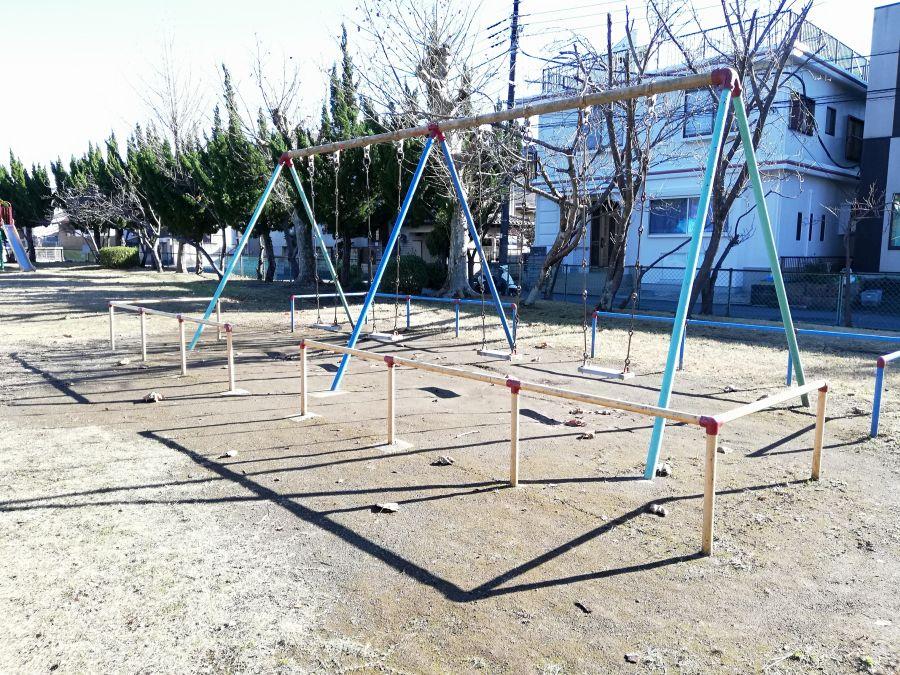 麦田児童公園のブランコ