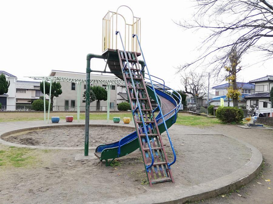 長谷津児童公園のすべり台