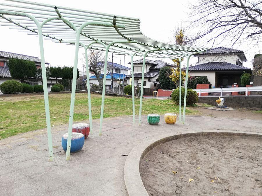 長谷津児童公園のイス