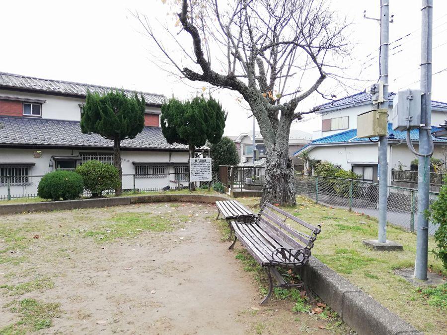 長谷津児童公園のベンチ