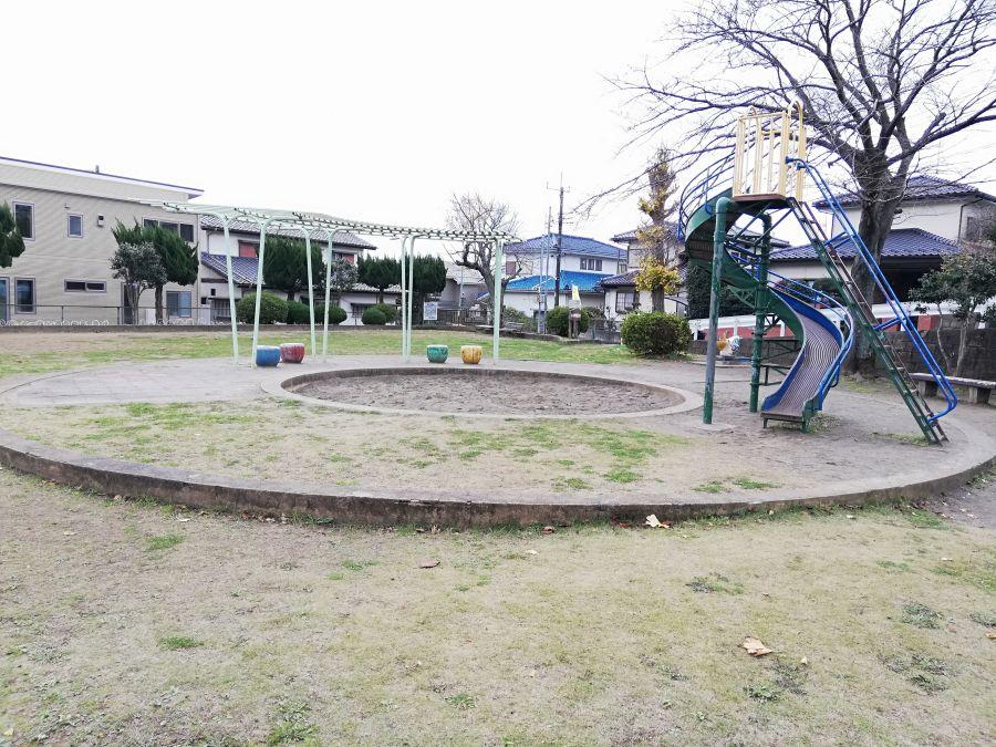 長谷津児童公園の砂場の周り
