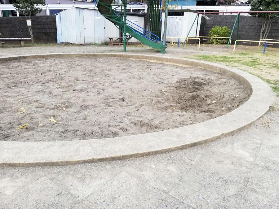 長谷津児童公園の砂場