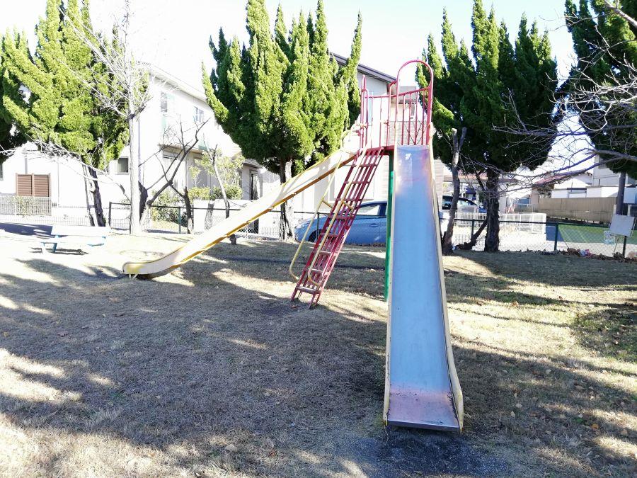 麦田児童公園のすべり台