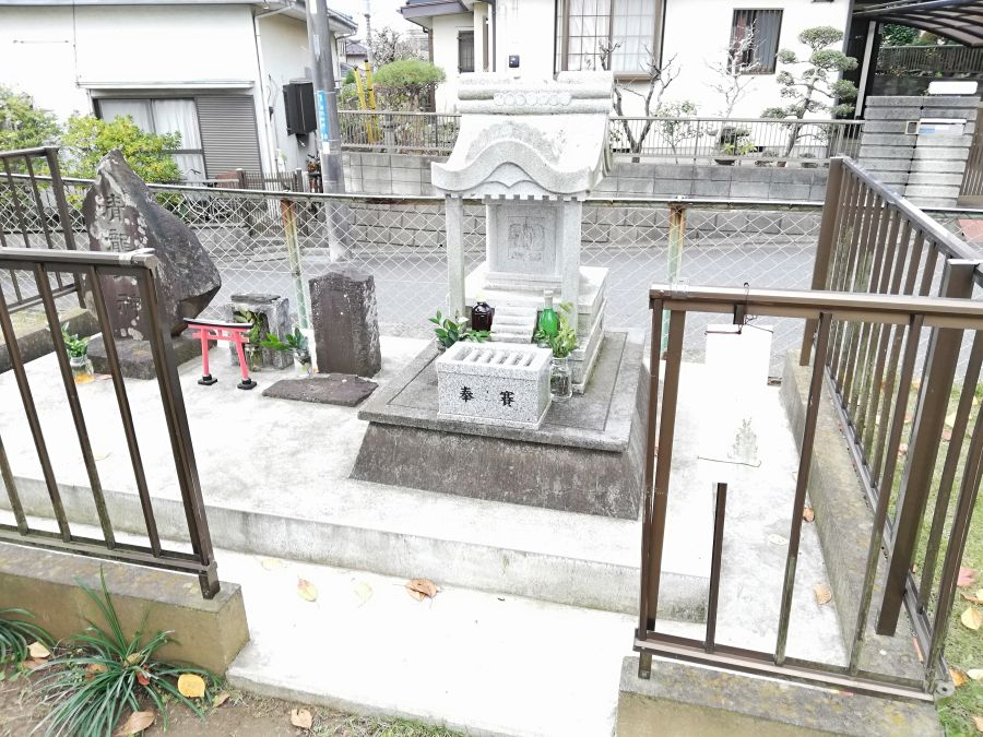 長谷津児童公園の祠