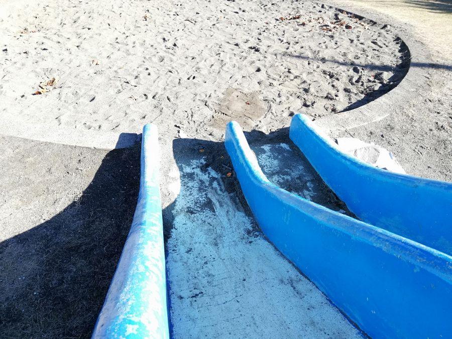 麦田児童公園の潜水艦のすべり台