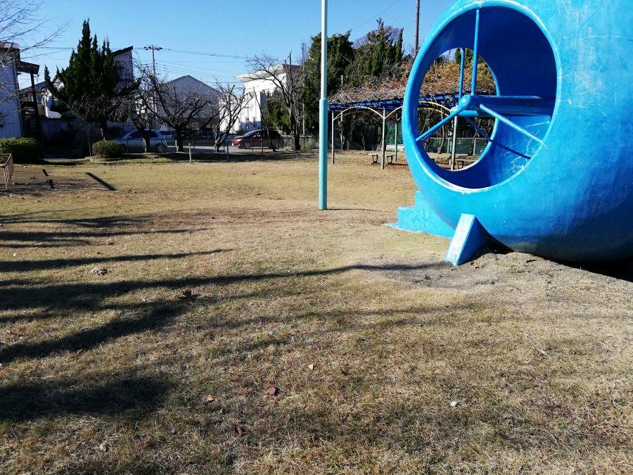 麦田児童公園の潜水艦と芝生