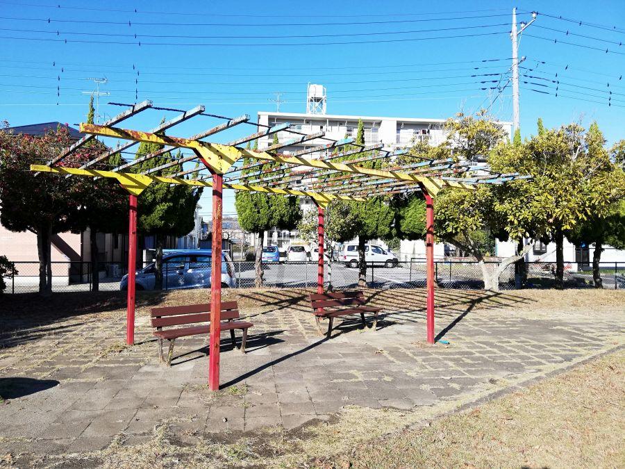 磯部児童公園のベンチ