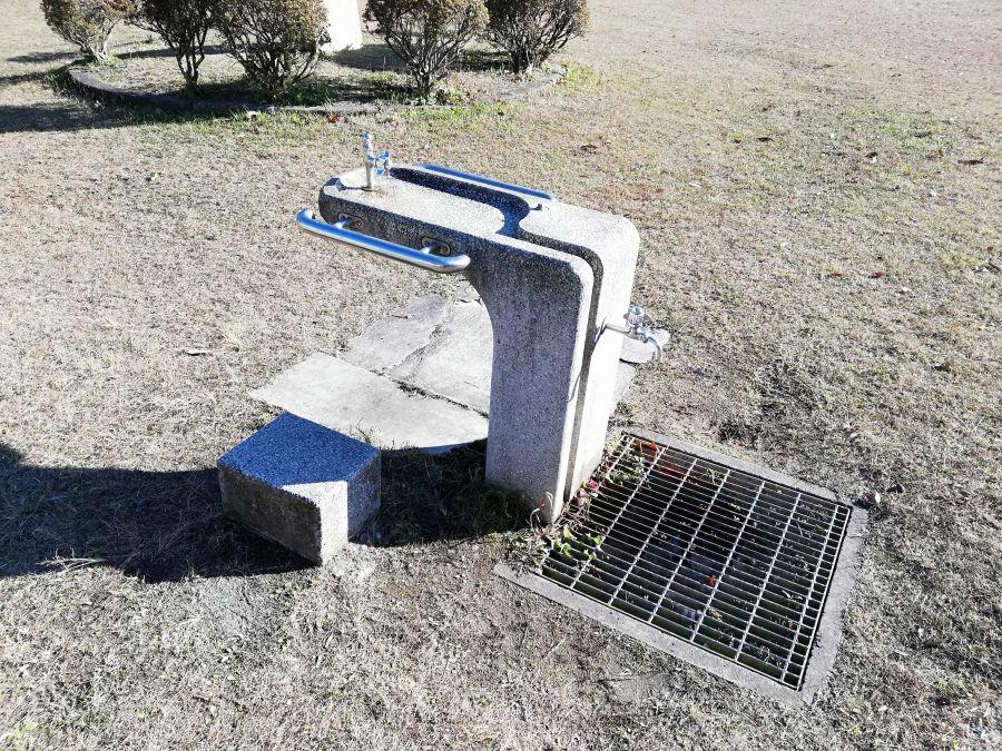 磯部児童公園の水道