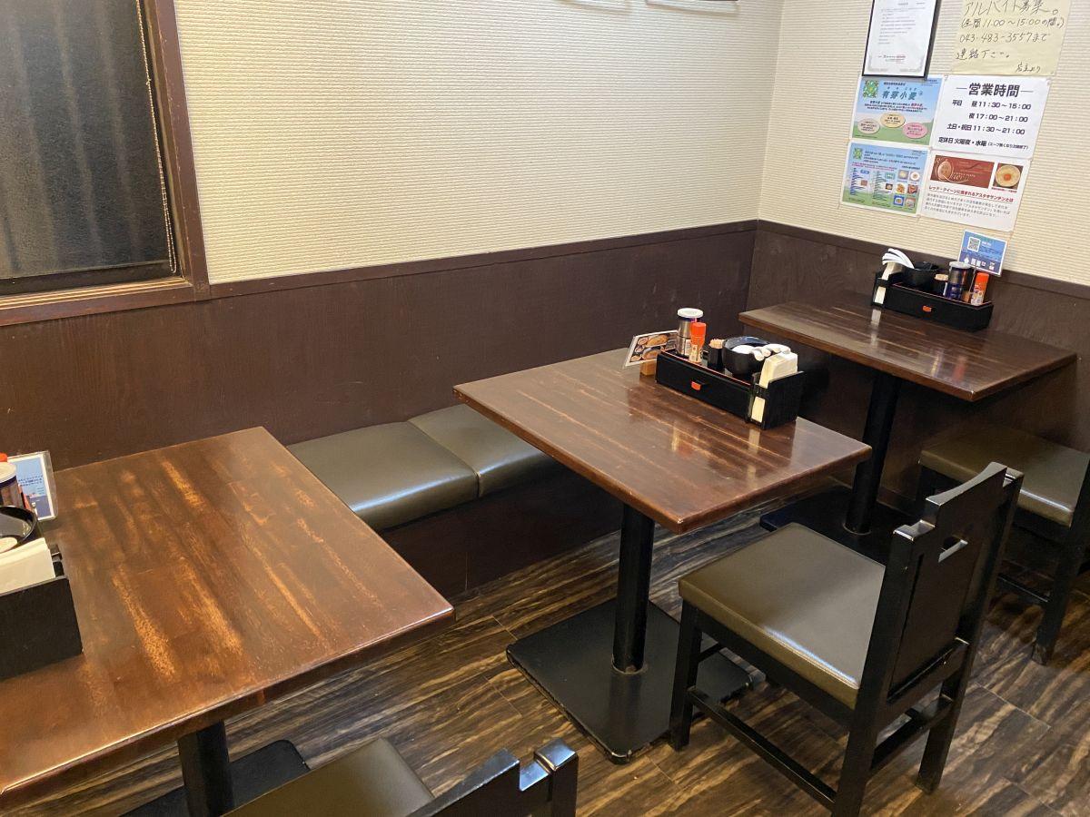 麵処丹治 テーブル席