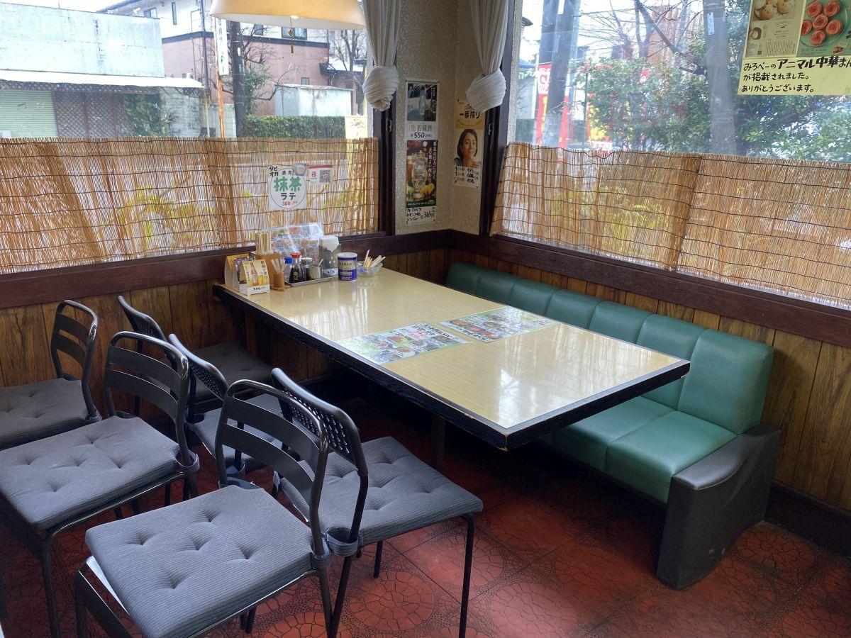 みろべー テーブル席