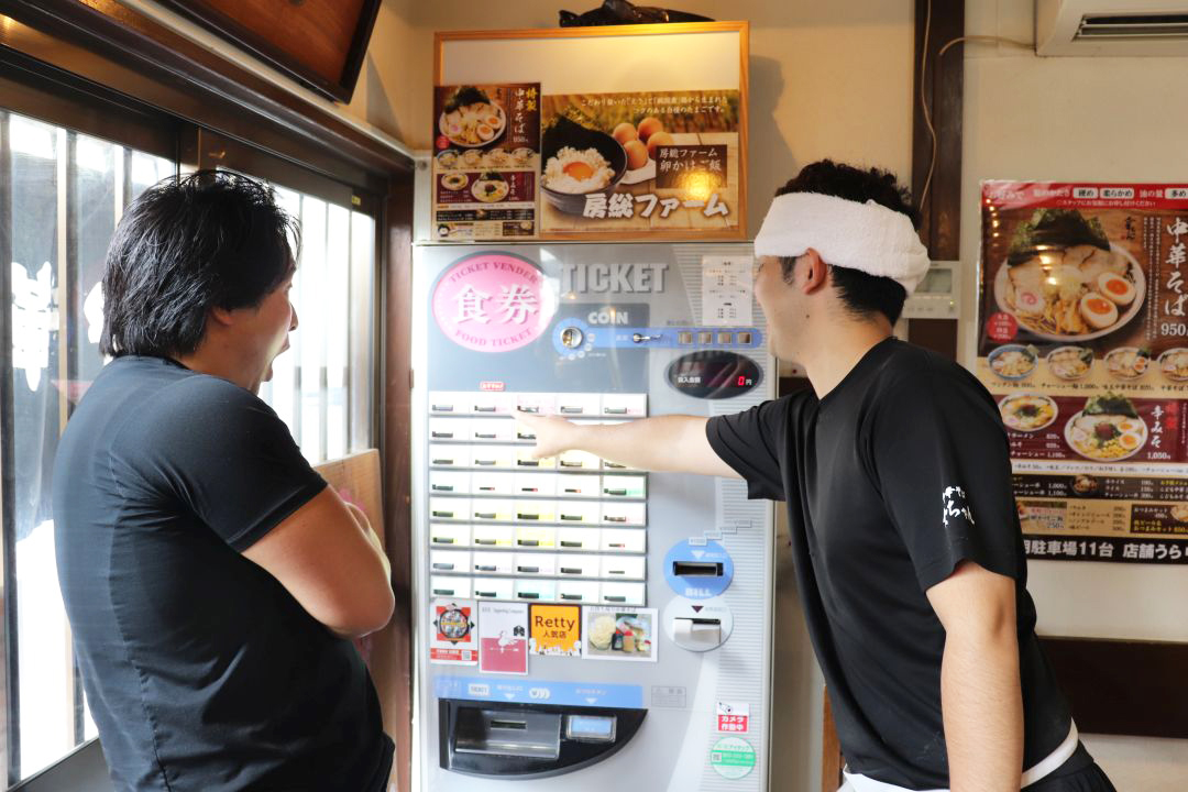 八千代市の中華そば金ちゃん 店内 食券販売機